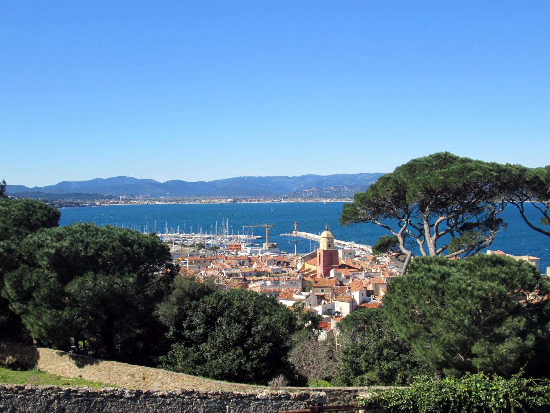 Pogled sa zidina starog grada Sen Tropea