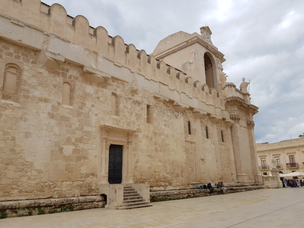 Italija_Sicilija_Sirakuza_Katedrala_evropski_gradovi_akcija_autobusom