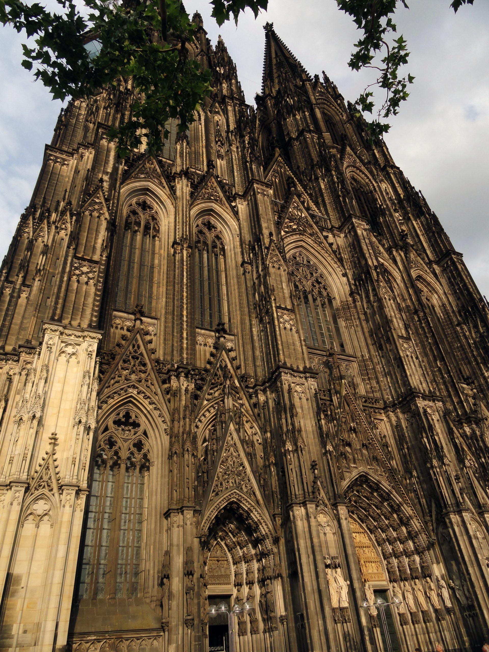 Nemacka_Keln_goticka_katedrala_evropske_metorpole_autobusom_akcija