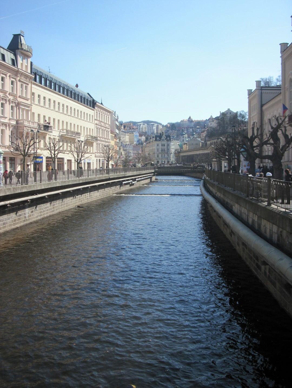 Ceska_Evropski_gradovi_Karlove_vari_Prag_autobusom_first_minute