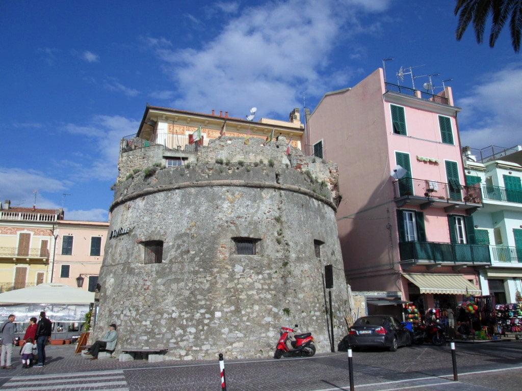 Italija_Ligurijska_obala_Albenga_Evropske_metropole_autobusom_last_minute