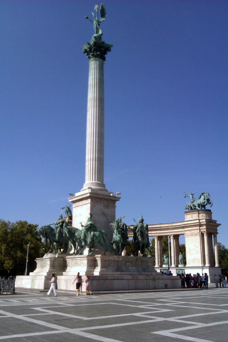 Madjarska_Budimpesta_Trg_heroja_evropske_metropole_autobusom_akcija
