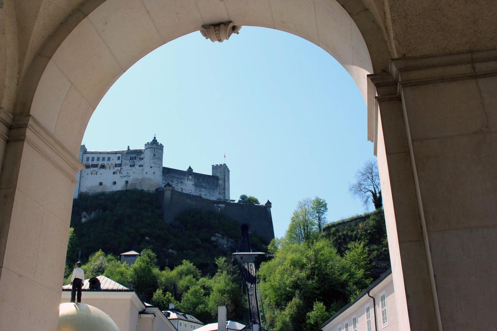 Metropole_2021_Austrija_Salzburg_putovanja_castle_First_minute