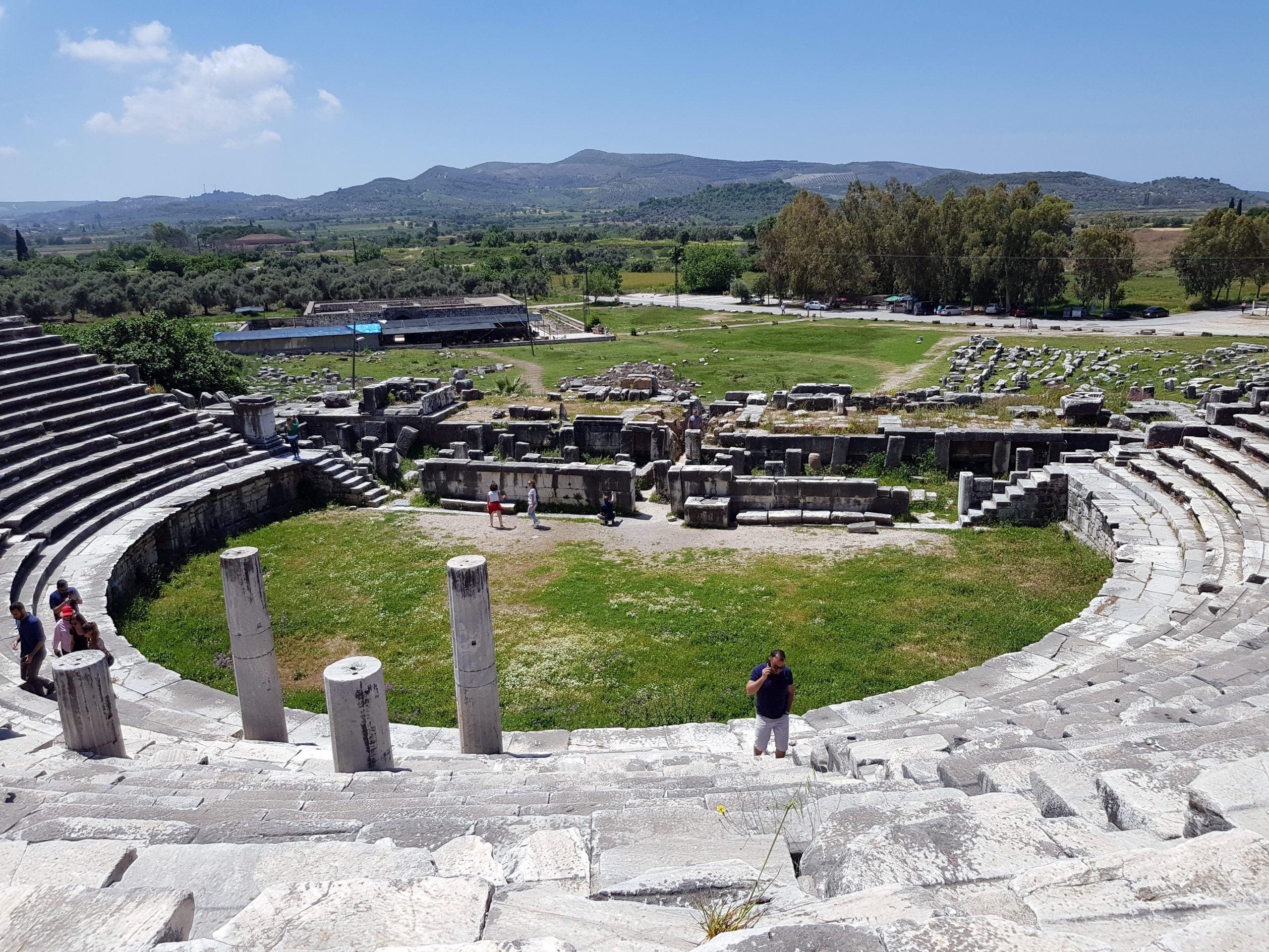 Amfiteatar u Miletu je jedna od najbolje ocuvanih antickih gradjevina na lokalitetu