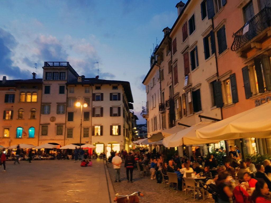 Italija_Udine_Furlanija_julijska_krajna_Trg_mateoti_Last_minute_povoljno