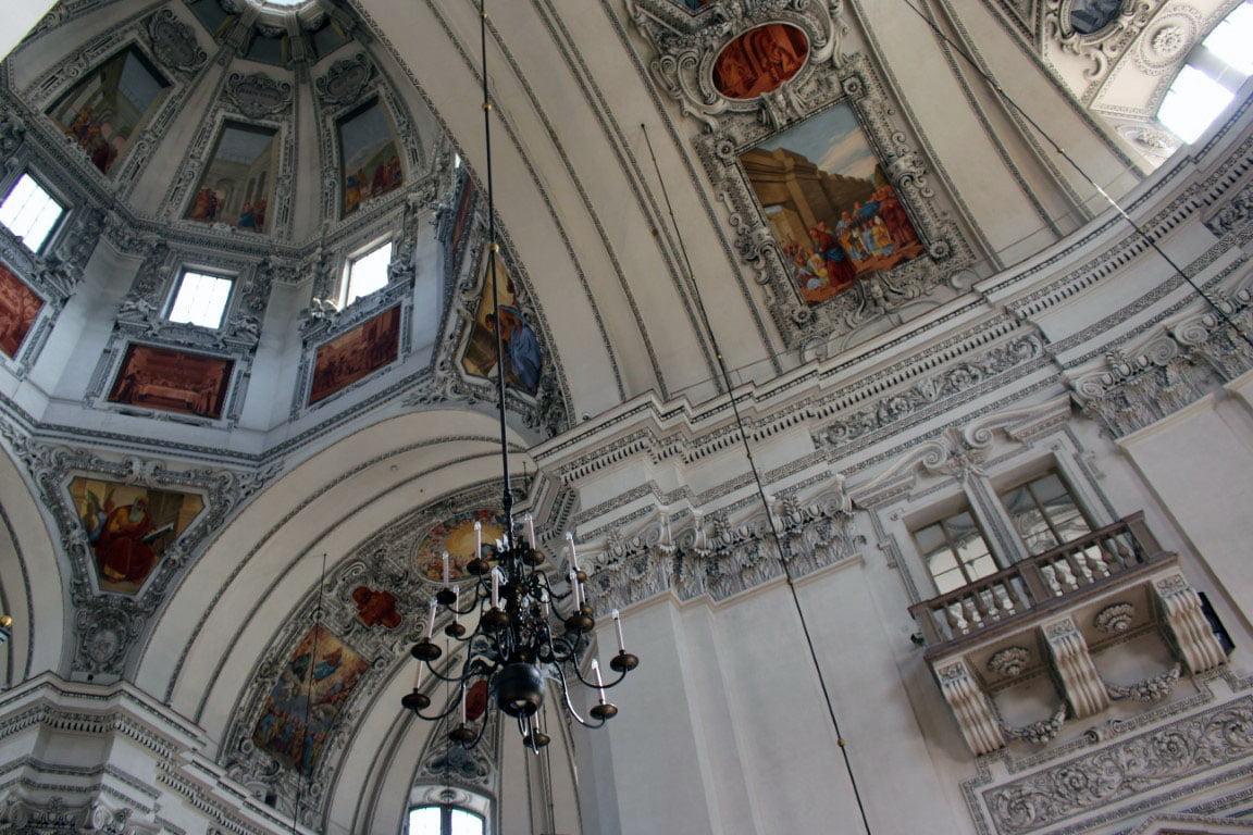 Austrija_Salzburg_katedrala_centar_evropski_gradovi_minibusom_last_minute