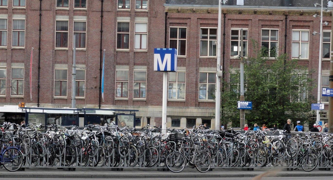 Holandija_Amsterdam_voznja_brodom_Evropske_metropole_autobusom_akcija