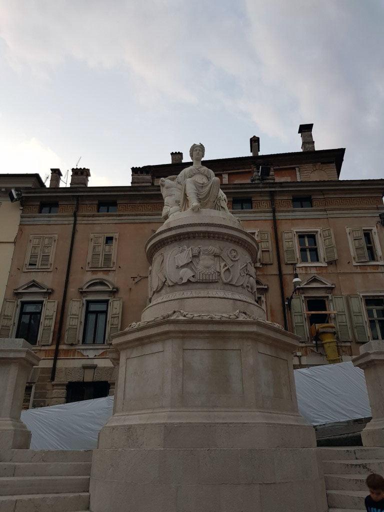 Italija_Udine_trg_slobode_evropski_gradovi_first_minute_povoljno_odmor