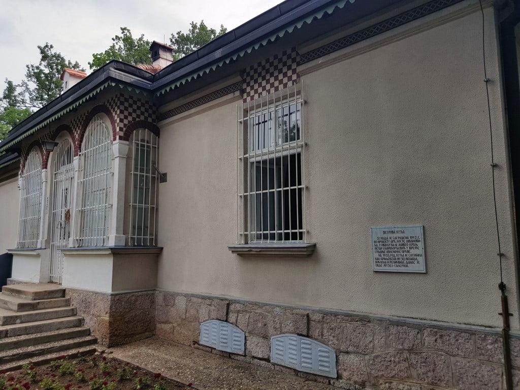 Kuca kralja Petra Prvoga gde je ziveo i svakodnevno nadgledao radova na izgradnji zaduzbine