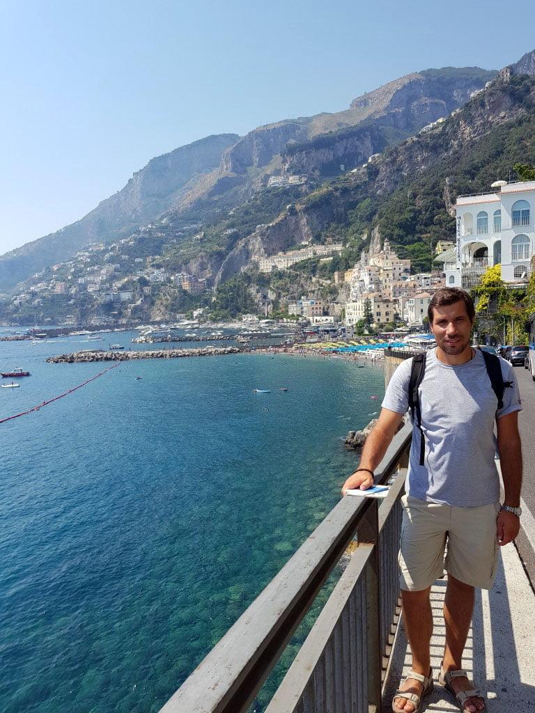 Nakon brojnih krivina na uzanom putu ispred vas ukaze prelepi grad Amalfi