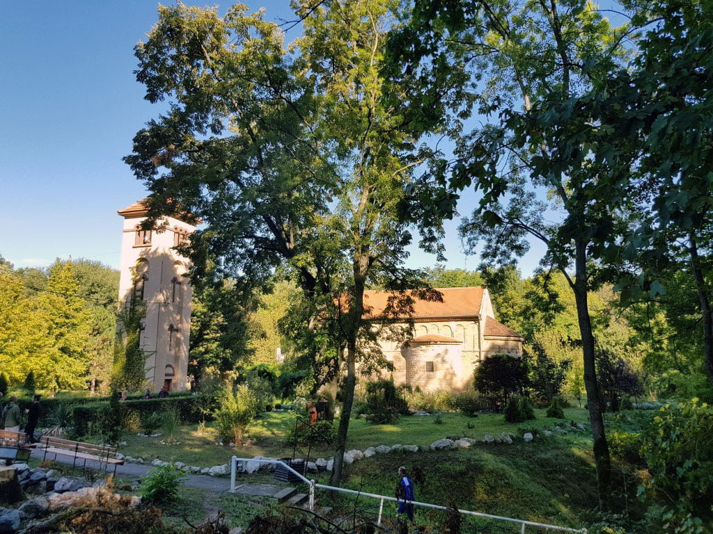 Jednodnevni izlet Krupajsko vrelo manastir zaova Manastir Gornjak i vrelo Mlave minibus povoljno