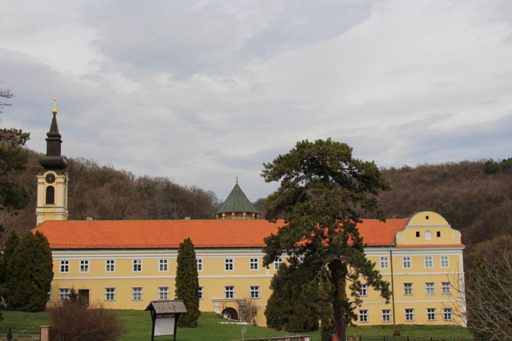 Fruskogorski manastiri Novo Hopovo Novi Sad Petrovardina izlet autobusom